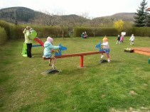 Wiosna na placu zabaw (1)